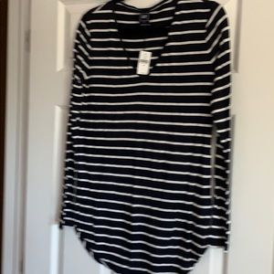 GAP tunic length long sleeve v-neck NWT